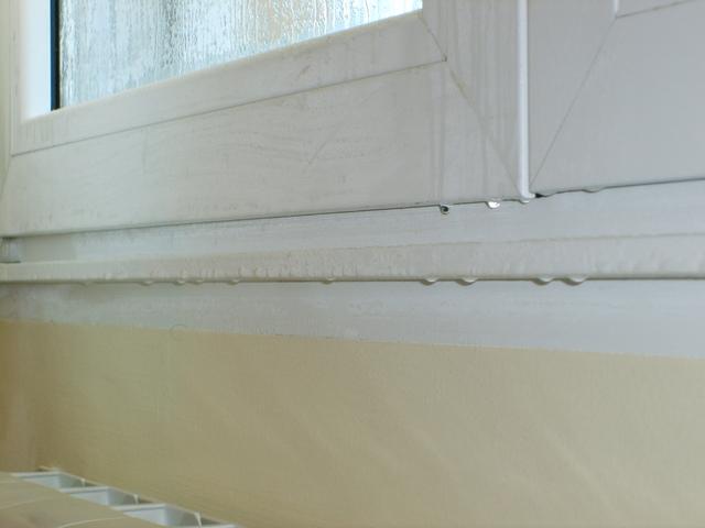 C mo eliminar la humedad de condensaci n ii un - Evitar condensacion ventanas ...