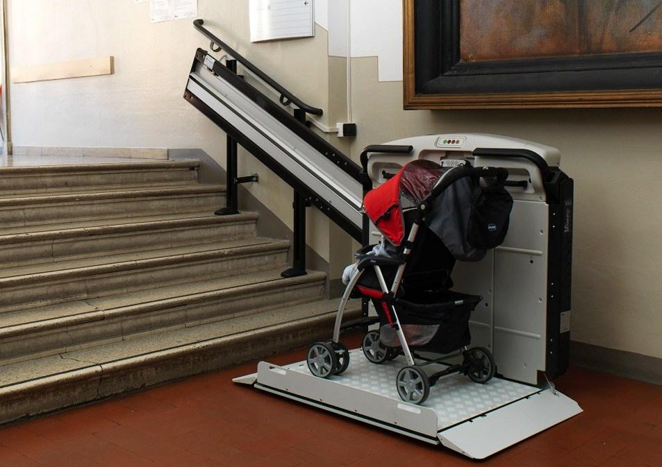 Salvaescaleras para discapacitados en acceso a edificios for Sillas para escaleras minusvalidos